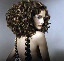 Как сделать химическую завивку волос?
