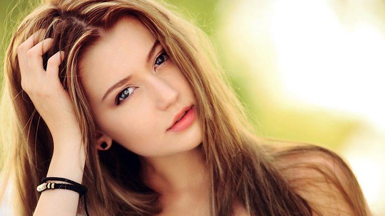Что делать, если у женщины выпадают волосы на голове
