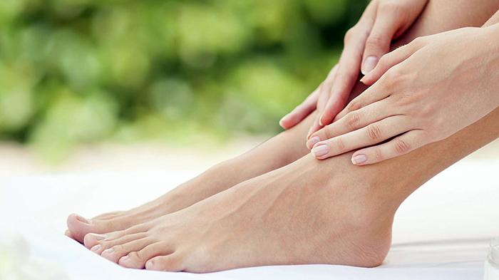 Увлажнение кожи ступней