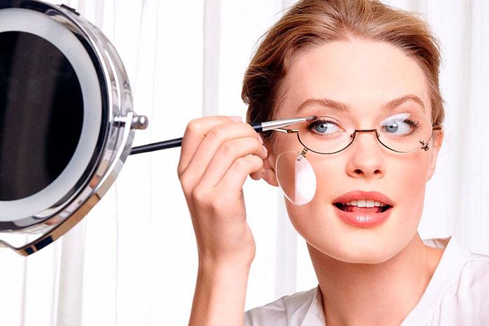 Как сделать макияж под оправу очков