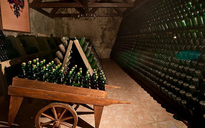 Шампанское в подвалах